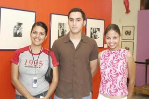 <u><b> 09 de Junio </u> </b><p>  Francisco Javier Rodríguez, Liliana Burciaga Díaz y Érika Flores Cobián, alumnos de la ULSA.