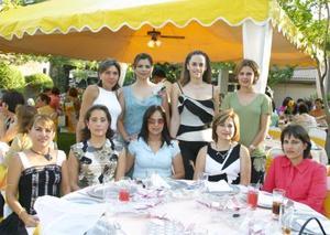 Marcela Bollán y Goytia con algunas invitads a su despedida de soltera.