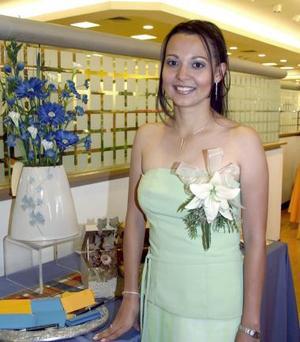 Karina Violeta Leal Villalobos fue despedida de su vida de soltera, con motivo de su cercano enlace con Luis Santiago Herrera.