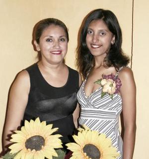 <u><b> 10 de Junio </u> </b><p> Tannya Elizabeth Fernández Rodríguez disfrutó de su primera despedida de soltera, organizada por María Teresa Rodríguez Saucedo.