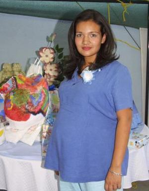 Mónica Lucía Villalobos de Chávez disfrutó de una fiesta de canastilla.