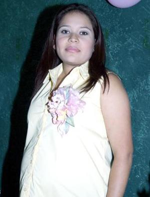 <u><b> 11 de Junio </u> </b><p> Selene  Zamarripa Aldana de Flores recibió sinceras felicitaciones, en la fiesta de regalos que ofrecieron al bebé que espera.