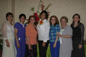 <u><b> 11 de Junio </u> </b><p>   Maru en compañía de Nancy Barrera de Aldama, América García de Almada, Maris Ortiz de Lozano, Alejandra Almada de Mariscal, Rosario Ortiz de Almada y Rosario Almada de González.