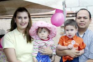 La pequeña Nora Sofía de la Torre Ríos celebró su primer cumpleaños con un festejo ofrecido por sus papás, Ernesto de la Torre y Nora de la Torre y su hermano Ernesto.
