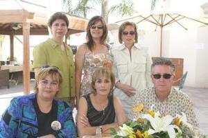 Guillermo Humphrey, María Esther Humphrey, Ivone Ruiz, Marcela Humhrey, Malule Veyán y Laura Humphrey, en pasado festejo.