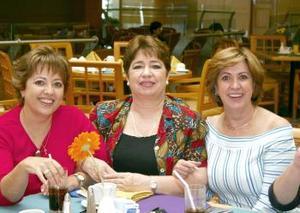 Mary Tere Borbolla, Mavisa Tumoine y Mary Carmen Borbolla.