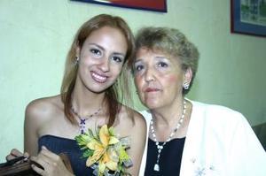 Gloria Amparo Rangel Ruiz con su mamá Gloria Ruiz de Rangel, en la despedida de soltera que le ofreció por su proóxima boda.