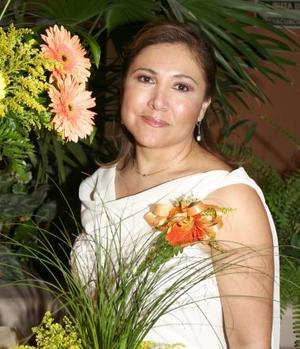 Luz Amparo Martínez Ramírez disfrutó de una despedida de soltera, con motivo de su próxima boda con Thinmote Ashol, a realizarse el tres de julio.