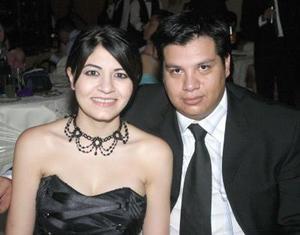 Gustavo Mijares Ramírez y Michelle Monárrez Martínez. Sharon Lee de Bartoluchi y Javier Bartoluchi.