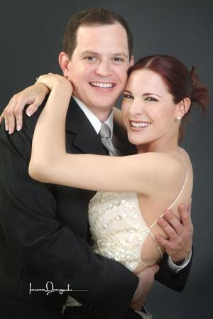 <i><u>12 de junio de 2004</i></u><p> Gustavo Mijares Ramírez y Michelle Monárrez Martínez.