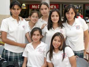 Natalia, Karen, Catalina, Cecilia, Thalía, Gaby y Tania.