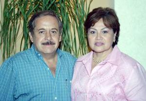 <u><b> 12 de Junio </u> </b><p>  Jesús Manzanera Villegas acompañado por su esposa Carmen de Manzanera, en la fiesta que se les ofreció con motivo de su 60 aniversario de vida.