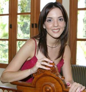 María Fernanda Ortiz Woolfolk, captada en la despedida de soltera que le ofreció un grupo de amistades, por su cercana boda con Homero del bosque Cravioto.