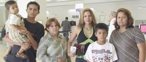 Karina Aquirre fue despedida por Arbella, Enriqueta, David y Rafael, antes de viajar a Miami.