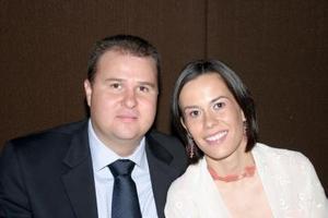 <i><u>13 de junio de 2004</i></u><p> Miguel Ángel Ávalos y Lili Meza de Ávalos