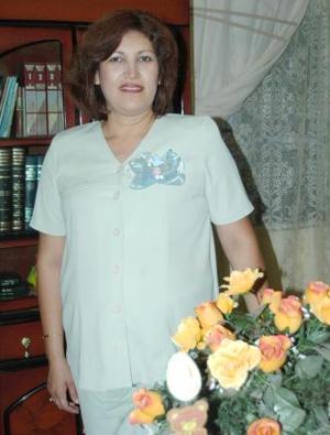 Guadalupe Quintero recibió numerosos obsequios en  la fiesta de canastilla que se le ofreció al bebé que espera
