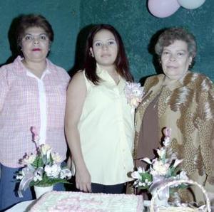 <u><b> 13 de Junio </u> </b><p>  Selene Zamarriga Aldana Flores, acompañada de las orgnizadoras de su fiesta de regalos