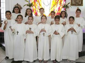 Alumnos del Istituto Pierre Faure recibieron la Sagrada eucaristía de la comunión de manos del R.P. Jena Claude Sauzet en la Capilla del Centro Saulo.