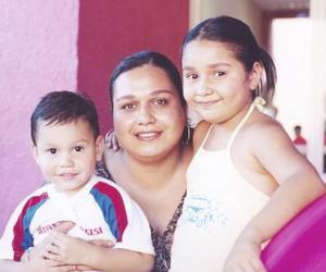 Alejandrito Hernández Mata, MArina Hernández Mata y Yessica Mata Hernández, captados en pasado festejo  infantil.