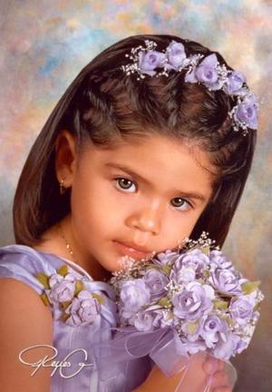 Niña Julia Edith Ruvalcaba O., en una fotografía de estudio con motivo de sus tres años de vida., es hija de los señores Jesús Salazar Bravo y Edith Ruvalcaba.