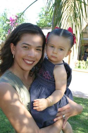Lorena González de Gutiérrez con su hija Sofía Gutiérrez