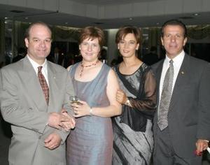 Miguel Ángel Córdova, Elena González de Córdova, Laura Farías de González y Ernesto González.