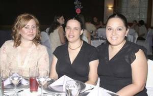 Mónica González, Érika de Gilio y Tracy Pacheco.