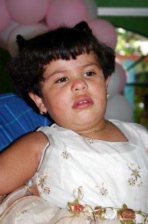 Ana Olivia Tello Sosa festejó su tercer cumpleaños, con un divertido convivio que le ofrecieron sus papás.