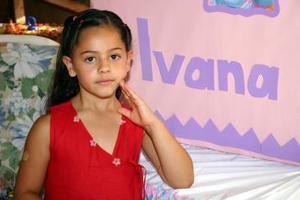 Ivana Acuña Gómez, captada en su fiesta de cumpelaños.
