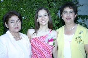 Anan Laura Echavarría MArtínez acompañada de Eva Martínez y Tina Castellanos, en su despedida de soltera.