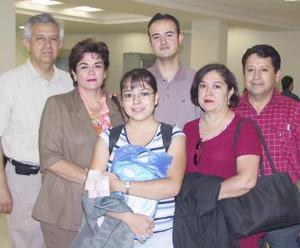 <u><b> 14 de Junio </u> </b><p>  Silvia, Nidia, Gilberto, Asunción y Luis viajaron a París y fueron despedidos  por Humberto.