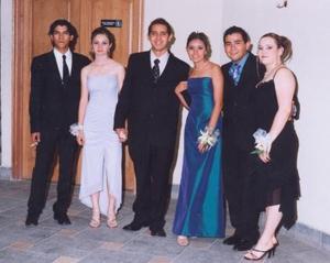 Mauro Ávila Woo, Flor Soto, Rodolfo Samaniego, Karla Álvarez, Luis Rebolloso y Pamela Miranda, captados en reciente acontecimiento.