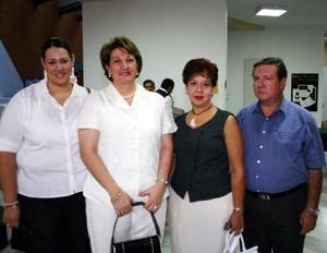Pili Macías, Anelo González de Macías, Lucy Ortega y Francisco Ortega.