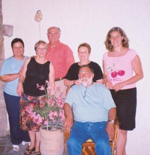 Janine, Serge y Anne Laure Dedieu llegaron de París Francia a visitar a sus amigos Jaime y Rosy de Carrera, Violette de Villalobos y Romualdo Segovia