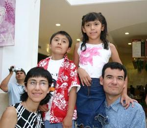 Héctor Huerta y familia