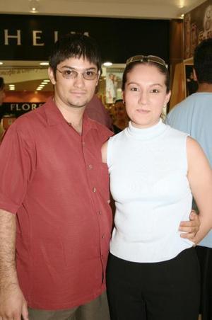 Christian González y Mariana Esteva.