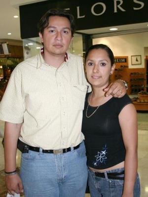 Daniel Valdez y Nadia de Valdez.