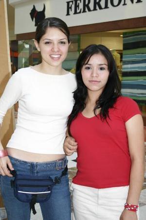 Mónica Arias y Grace Elizalde.