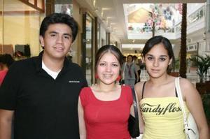 Ramiro Chávez, Ale Márquez y Salma Ayup.