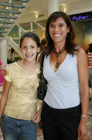 Tanya Villarreal y Angélica de Villarreal.