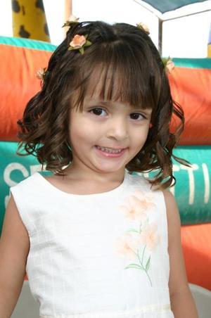 Andrea Becerra Alvarado, festejó su tercer año de vida, con una alegre fiesta que le prepararon sus papás.
