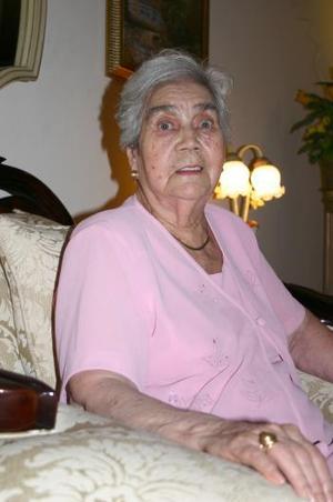 <u><b> 15 de Junio </u> </b><p> Virginia Flores de Contreras, festejó sus 85 años de vida con un agradable convivio.