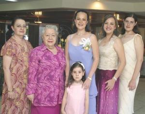 Paola acompañada de Elizabeth Seijas, Rosa MAría Jímenez, Liz y Cynthia de la Peña y Sofía.