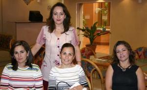Elvira, Marcela, Andrea y María Elena.