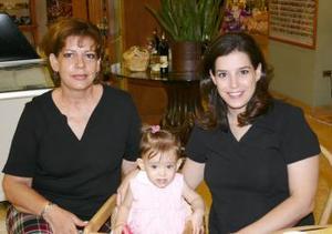 <u><b> 16 de Junio </u> </b><p> Rossana Flores Cordero, Martha Cordero y Montserrat.