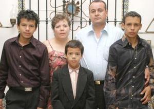 Integrantes de la familia Herver Reyes, captados en pasado acontecimiento social
