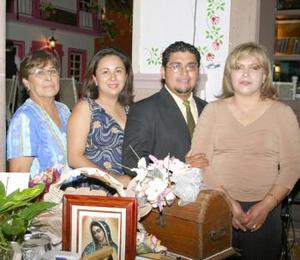 <u><b> 17 de Junio </u> </b><p> Sandra Patricia Esparza Balderas y Sergio Érik Sánchez García fueron festejados con una despedida de solteros ofrecida por Guadalupe García y Herlinda Balderas.