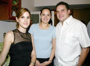 Ignacio y Susana Aguirre acompañados de Aimeé Michel