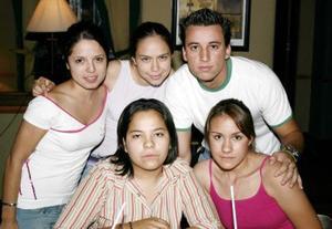 <u><b> 17 de Junio </u> </b><p>  Mara Alvarado, Lorena Gómez, Lorena Ríos, Cheko Vargas y Liliana Padilla.