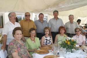 Jesús, Amanda, Francisco, Roseta, José, Laura, Antonio, NAncy, Luis y Anita, en pasado acontecimiento social